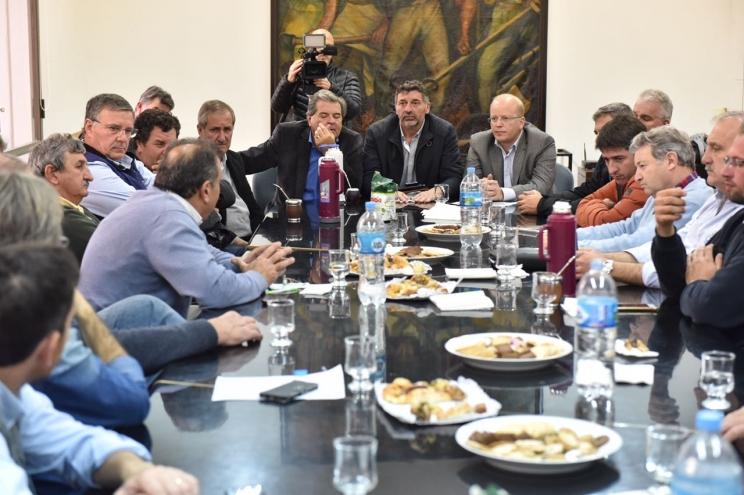Los gobernadores amenazan a Macri con prohibir el ingreso de cerdos de Estados Unidos
